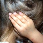 Dziecko zatyka uszy